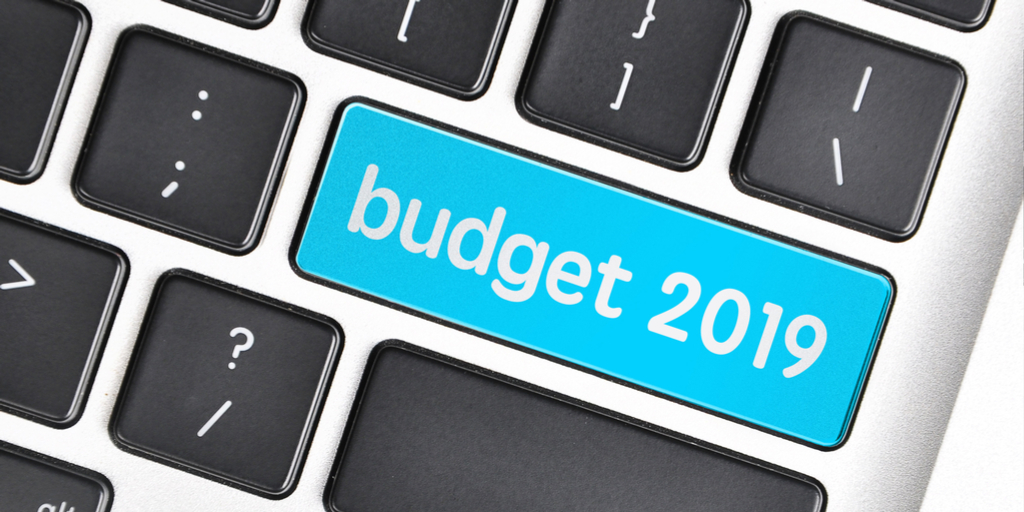 shutterstock_381955549 (1) -ICT Schools - save money (Twitter size)