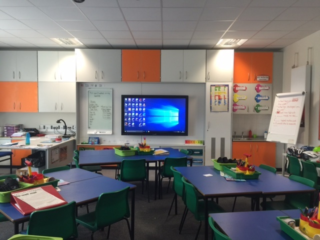 New fully ICT-integrated teaching wall